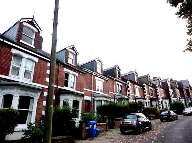 Quartier anglais avec les maisons exactement pareilles, comme tous les quartiers anglais.