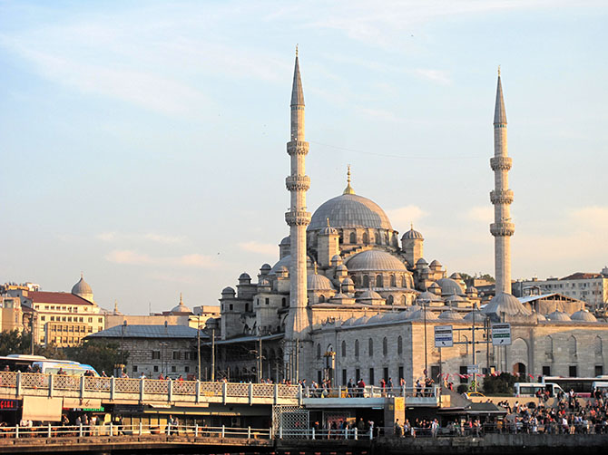 Mosquée, sous soleil couchant.