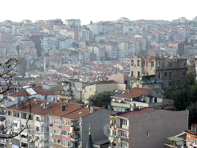 L'immensité de la ville est parfois visible - Istanbul fait environ 26 fois Paris.