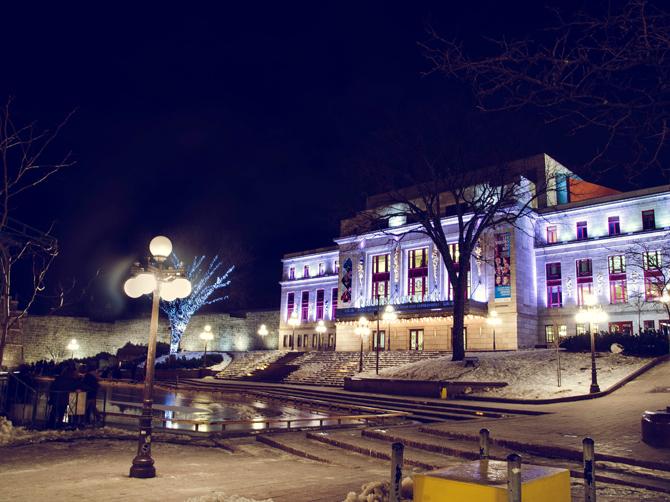 Palais Montcalm et la patinoire publique.