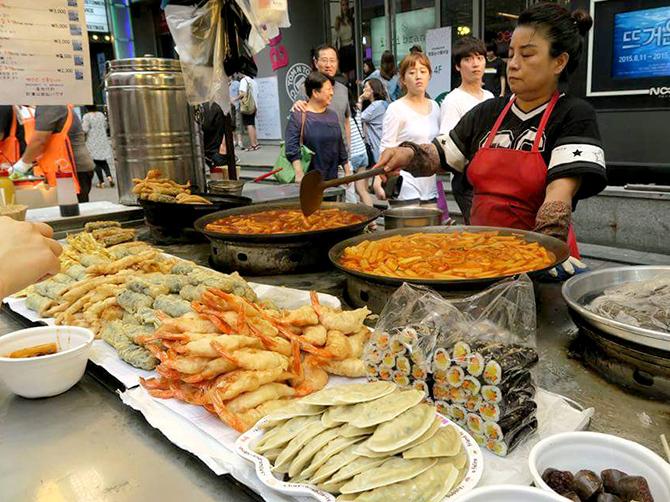 Street food à Myeongdong, Seoul.