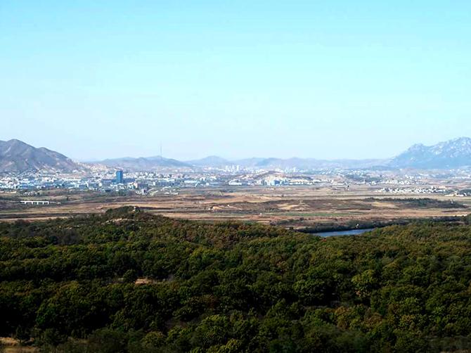 Corée du Nord vue de la DMZ.