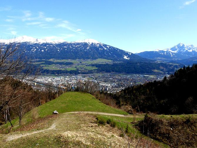 1ère randonnée au dessus d'Innsbruck le 14 avril, jusqu'à l'Arzler Alm, bar-chalet.