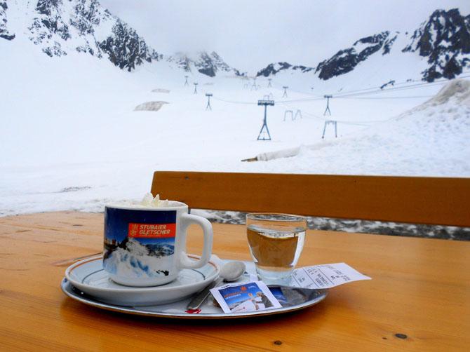 Glacier de la Stubaï, à une demie heure d'Innsbruck, prise le 9 juin ! Évidement, la neige n'est plus aussi bonne, mais on peut faire du ski jusqu'à début juillet ici !