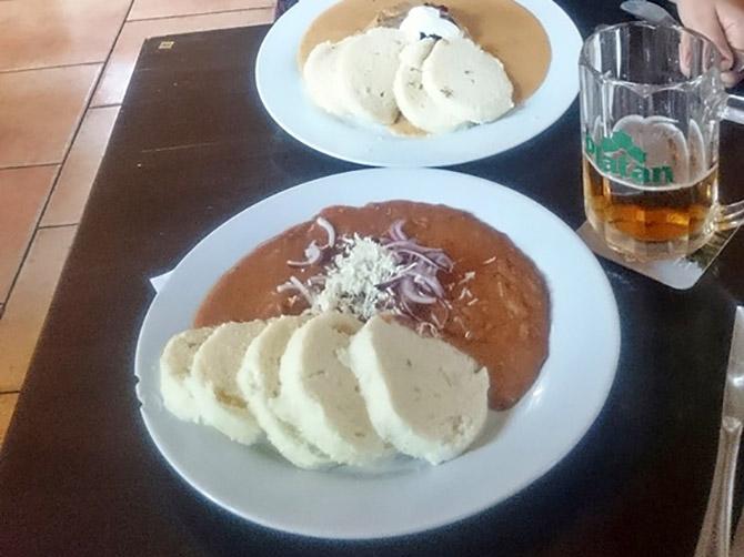 La bière et les plats typiques tchèques.